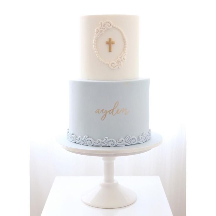 Dusty blue, white and a touch of gold for Ayden's christening day  #christeningcake #babyboy #baptismcake