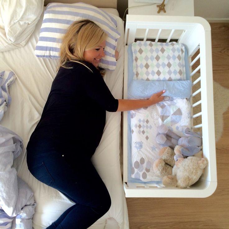 Bedside crib (Troll/NG Baby) samt påslakanset (Circus blå), kollektion: Cirkus & Harlequin (NG Baby) | Källa: Angelica Lagergren