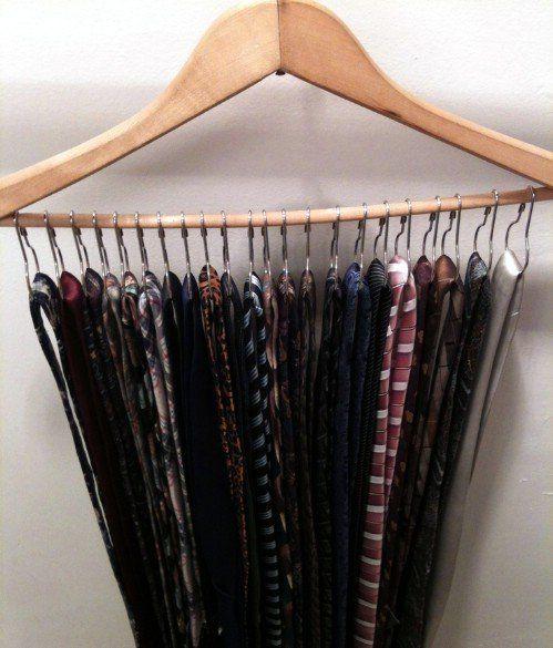 Organizador de gravatas. Muito criativo e fácil de fazer.