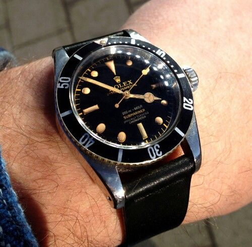 Love a black leather strap on a sub no-date.