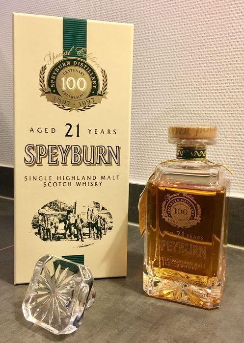 Speyburn 21 jaar oud - Limited Edition - Centenary Decanter - (40% - 70 cl)  A stopgezet en gegraveerde karaf speciale beperkte oplage geproduceerd door Inver House ter gelegenheid van de honderdste verjaardag van de stokerij van de Speyburn in 1997. Deze eeuwenoude botteling van Speyburn 21 jaar oud komt in een heel bijzondere presentatie karaf en vak. De whisky binnen is nog steeds de zelfde briljant zacht soepel en fruitig Speysider.Serie - Centenary Decanter bottelenVintage…