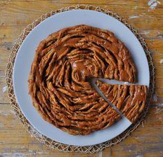 """Questa ricetta è davvero """"slurpposa"""", una torta di mele speciale che unisce l'impasto brioche alle mele, alla cannella e al caramello salato. Credetemi questi sapori si sposano pe…"""