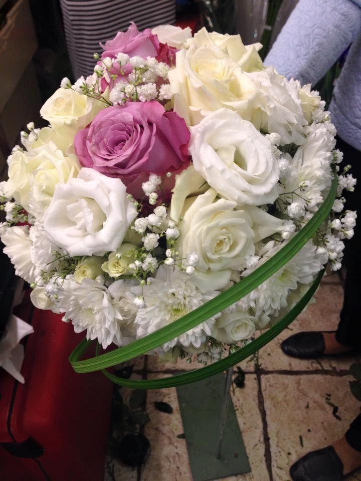 2 lila rosor och vitt