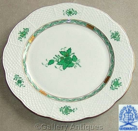 "Herend, Hungary - Green Chinese Bouquet 527/AV 11"" diameter Round Porcelain Serving Plate / Platter / Charger (b) c.1980's (ref: 4042)"