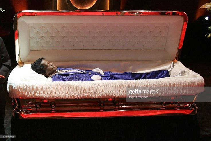The body of James Brown lies in repose during a viewing at the Apollo theater on December 28, 2006 in New York City.