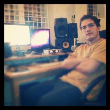 @DonkeyRecs style ! @Bigg_Kaka I studiet m FreshI - #IndspillerNytTrack #DeeJayJohnson...