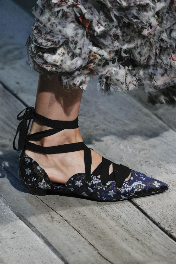 See detail photos for Erdem Spring 2017 Ready-to-Wear collection.