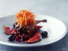 Glasierte Entenkeule mit Feigen und Rotkraut ist ein Rezept mit frischen Zutaten aus der Kategorie Ente. Probieren Sie dieses und weitere Rezepte von EAT SMARTER!