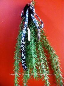 10 Things to Hang on a Pagan Holiday Tree: Magical Items