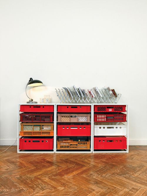 this is pretty cool! look at the drawers - ordinary plastic boxes!!!