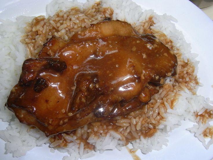 香港餐馆的蒜汁鸡排饭
