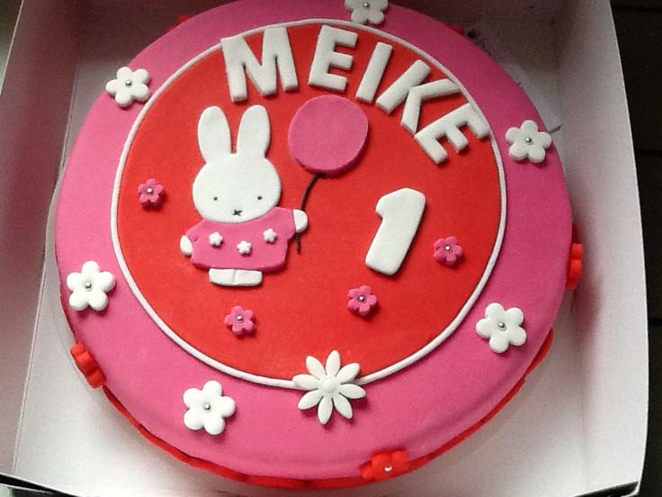 Een Nijntje taart voor de eenjarige Meike!