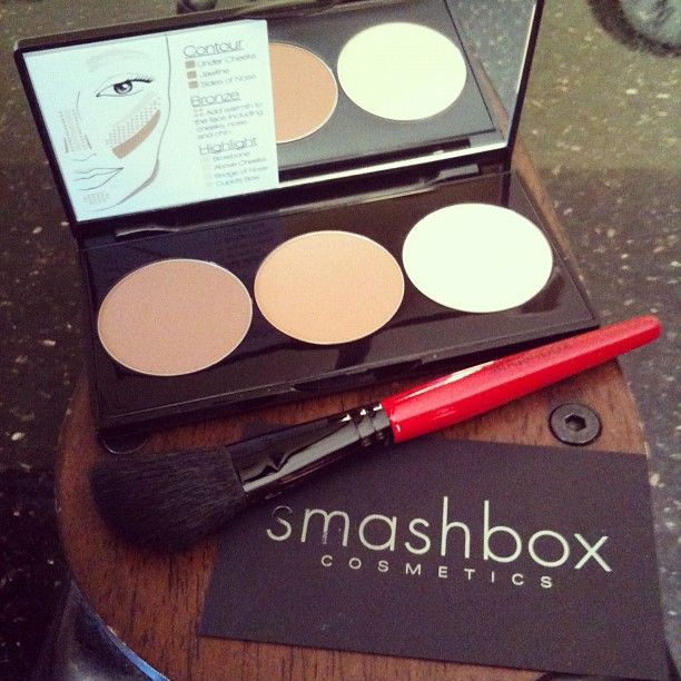 @Smashbox Cosmetics Cosmetics Cosmetics Cosmetics - Contouring Kit includes this fab brush and step by step directions on how to contour your face.