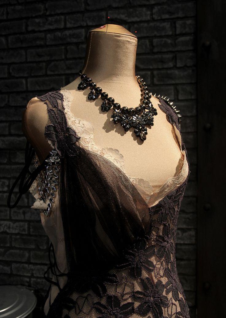 En av Polly Peachums klänningar. Kostymdesigner Ina Andersson. Fotograf Linda Sinkkonen.