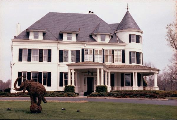 Picture of the house of vice-president Bush around 1985 with the Republican symbol (an elephant) cut out in box. Reviving memories.