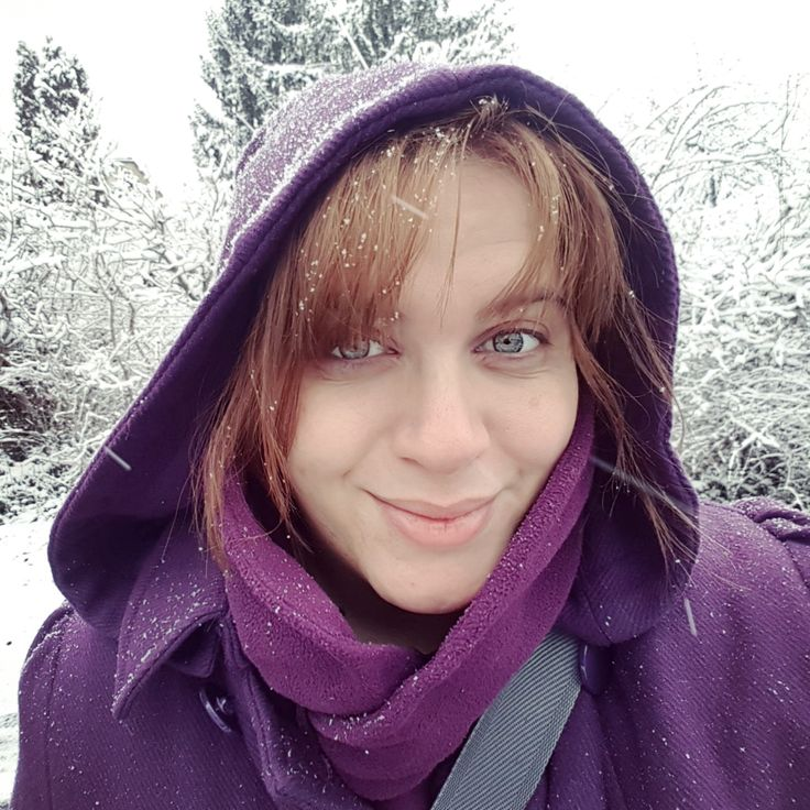 #snowing #snowy #snow #havazas #havas #selfie #withoutmakeup #winter #purple #hoodie #happiness #smiling #phonetography