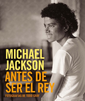 If my Spanish is correct this is a book about Michael Jackson Before He Was Lana Del Rey