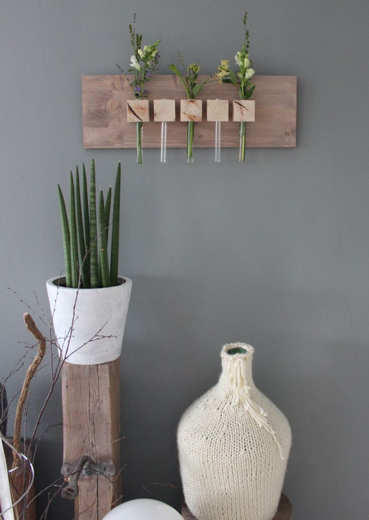 Wandbrett mit Holzwürfel und Reagenzgläser für Eure Lieblingsblumen!  Breite 60cm - Preis 24,90€