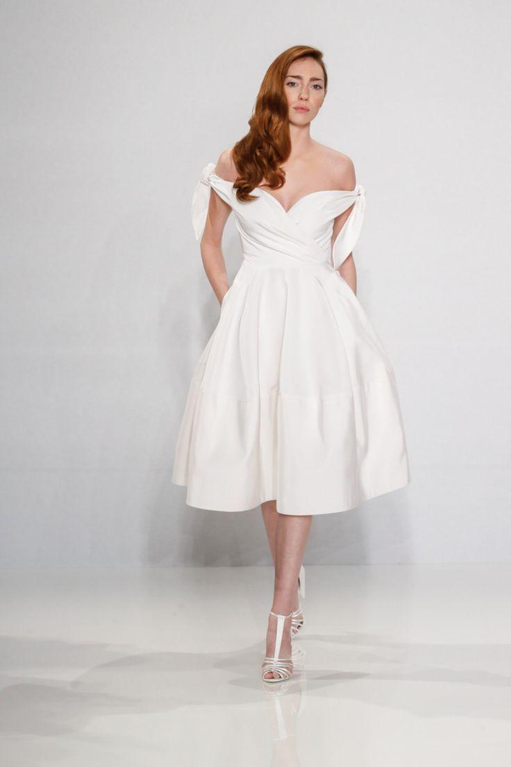 48 besten Wearing - From a Bridal Consultant (bridal gowns) Bilder ...