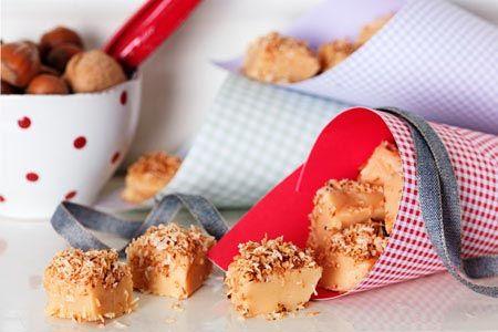 Vit chokladfudge med rostad kokos