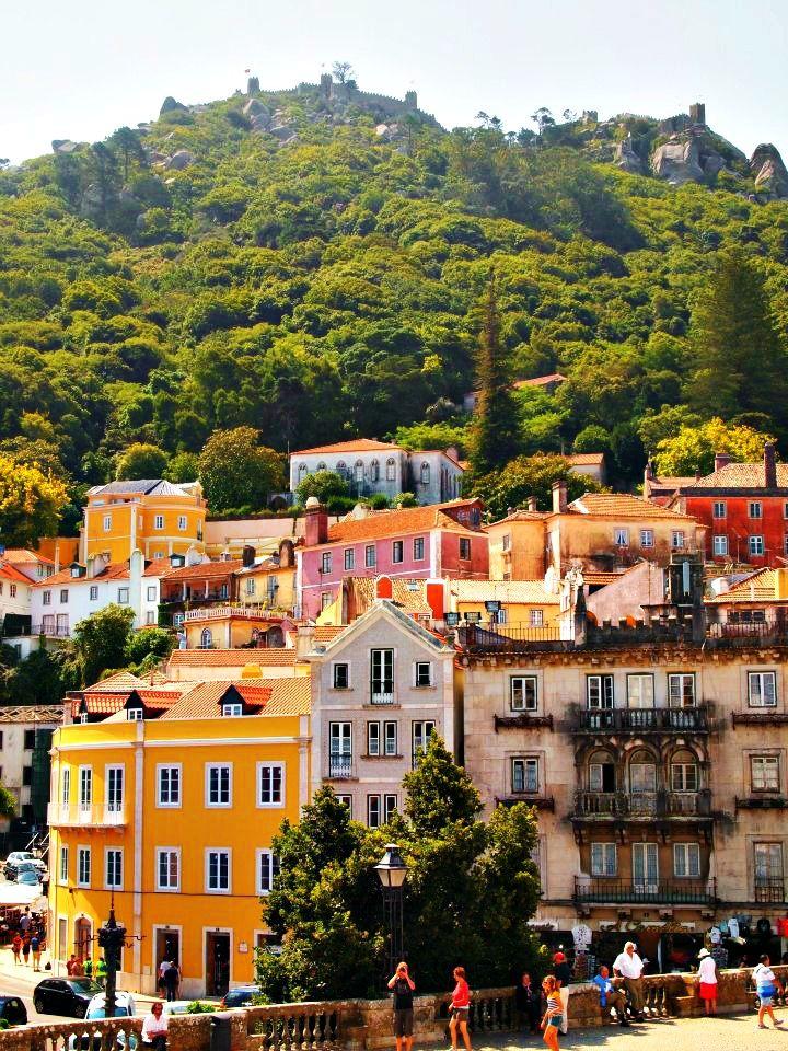Sintra , Portugal  ciudad a media hora en tren desde Lisboa. Declarada patrimonio de la Humanidad por la UNESCO en 1995.
