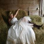 Trash your dress in the hay!Good Ideas, Country Trash The Dresses, Photos Ideas, Wedding Ideas, Dresses Ideas, Children, Photos Shoots, Photo Shoots, Photography Ideas