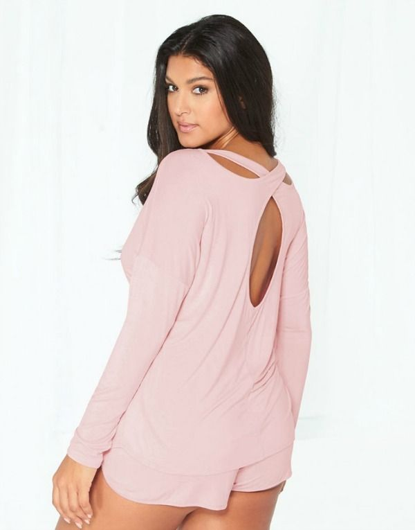 11 Plus Size Pajamas and Jammies Made For Lazy Days https://thecurvyfashionista.com/2017/01/plus-size-pajamas/   Trying to find where to get a few cute plus size pajama sets? Check out our roundup of uber fun and casual plus size pajama and loungewear sets!