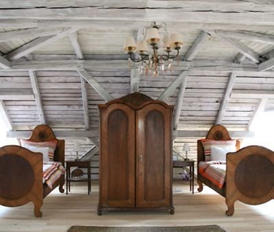Great loft space with twin beds and 2x double mattresses for 6 guests to sleep - Csokonai Luxury Villa at Lake Balaton