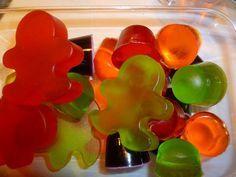 Jujubes au jello - Trop cutes :) Faut que je me trouve d'autres formes de moules pour plus de variété. J'ai que des boules. Ça me prend des coeurs! Absolument :)