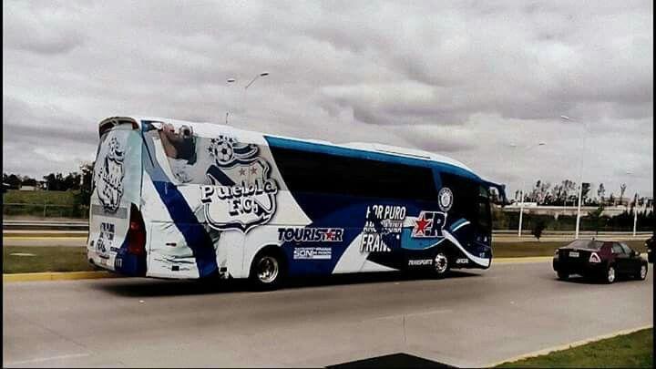 Llegada del camión del club Puebla al estadio Omnilife, Apertura 2015