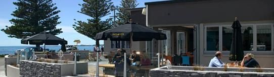 A beautiful sunny day at Café Encounter, Kaikoura. Café Encounter is a fully licensed cafe located onsite. Full breakfast and lunch menus o...