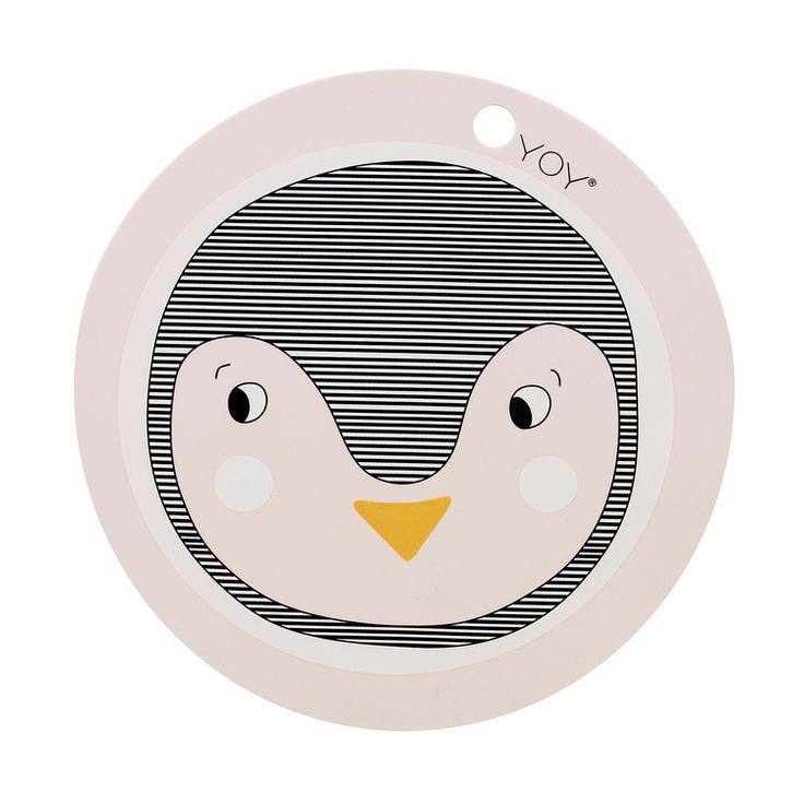 barnrumsinredning & inspiration till barnrum, leksaker, babyprodukter & barnrumsinredning. underlägg pingvin från Oyoy. Smallroom