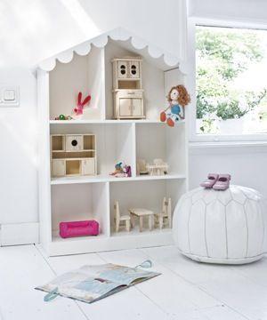 Alles brocante, houten poppenhuis