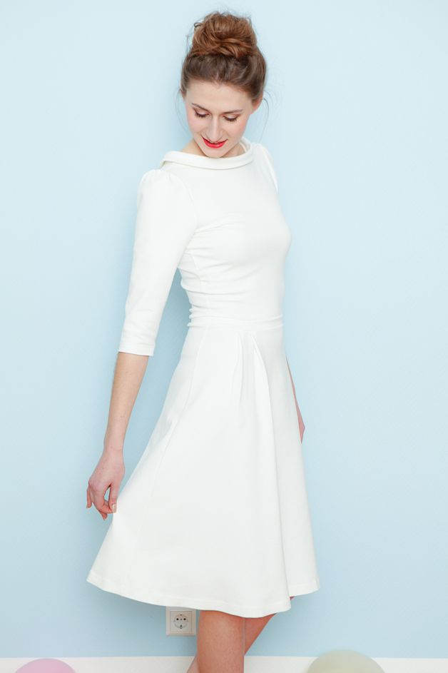 Minimalistisches Brautkleid in Cremeweiß / wedding dress for the bride, clean and minimalistic, modern by Cordelia-Baethge via DaWanda.com