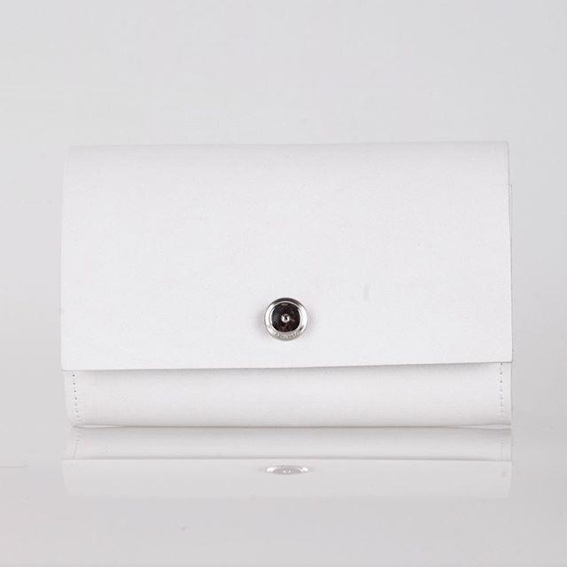 white is white ............... 🕙 #NIM_design #сумкабардачок #style #blogger #fashion #fashionblogger #lookoftheday #bw #bwphoto #leatherdesign #leatherbag #bag #beautifulday