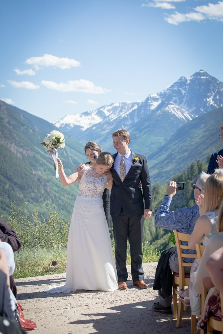 Aspen Skiing Company will help take your wedding vision and turn it into a reality! http://www.stylemepretty.com/2017/07/25/this-bride-proves-you-can-throw-an-aspen-wedding-on-a-budget/ Photography: Tiffany Cook - https://www.facebook.com/photographywithtiffany/ #sponsored