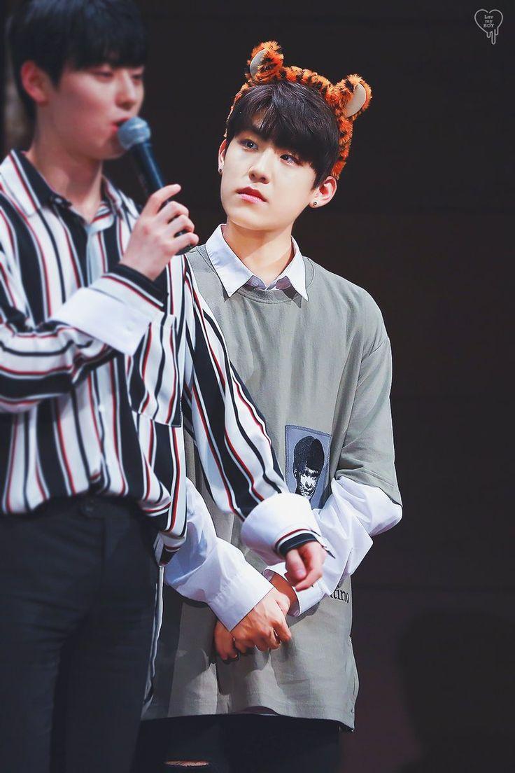 Woojin, look so cute