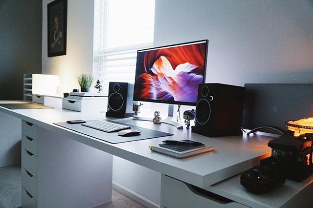 Todays minimal clean desk setup and workspace is by @moralesct