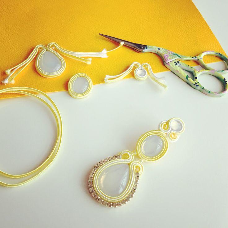 Work in progress   orecchini MALDIVE versione giallo chiaro