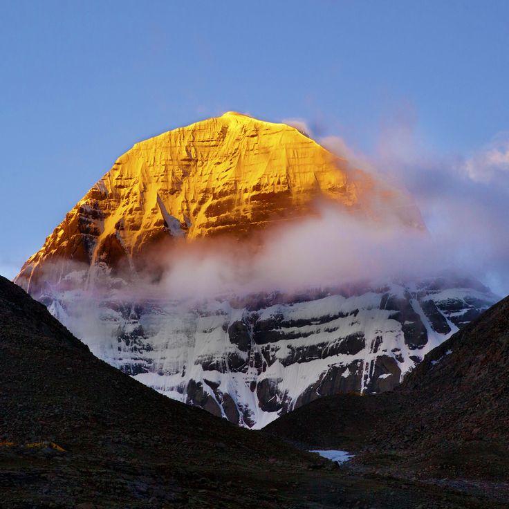 チベット カイラス山 山頂がオレンジに染まる