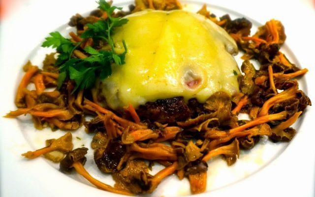 Hamburger di manzo con funghi finferli #hamburger #finferli