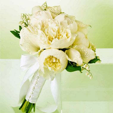 Timeless elegance. The only think I would change about this bouquet is the white bow :)  Michela