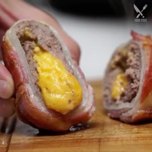 Bacon Wrapped Cheeseburger Bombs! Omg! 😍🍔🧀🍔🧀 vc: @foodsteez  Snapchat 👻: foodyfetish