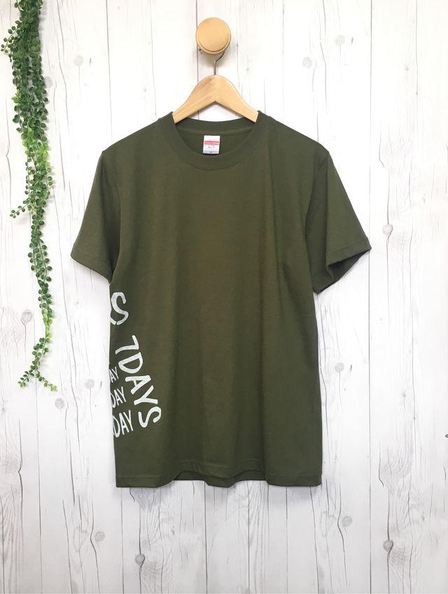 d736061aec976 24/7サイドプリント メンズTシャツ(オリーブ) デザイン コーデ ブランド おしゃれシンプル