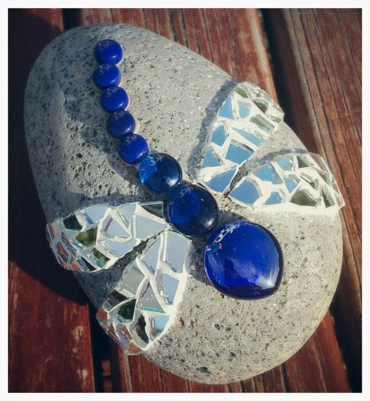 Dragonfly rock mosaic- nice and simple, great for kids to do