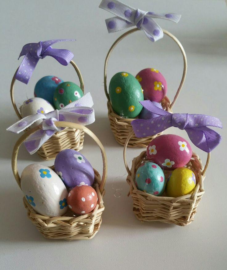 Cestini con uova decorate Painted  Stones di Rosaria Gagliardi