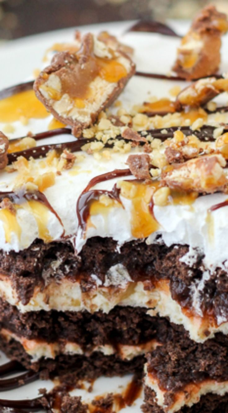 No-Bake Snickers Icebox Cake ~ Layers of chocolate graham crackers, caramel cream cheese, chocolate pudding, Snickers bars and salty peanuts... There's no need to heat up the kitchen with this easy recipe.
