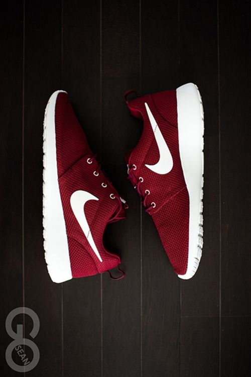 MAROON SHOES!!! DAMN ILOVE IT #NIKE this would be great with my aggies sweater New Hip Hop Beats Uploaded EVERY SINGLE DAY  http://www.kidDyno.com