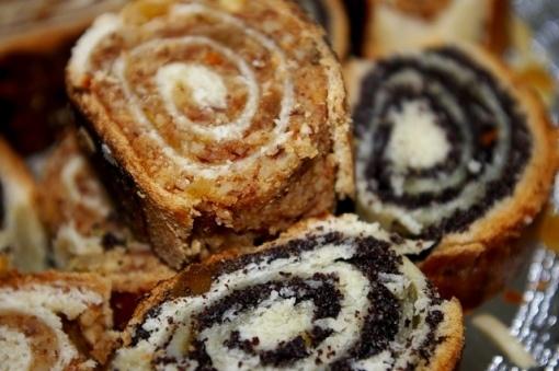 Baigli cu nuca si cu mac: Walnut Paneton, Families Call, Romanian Walnut, Romanian Cakes, Europeu Cooking, Cozonacei Cu, Sponge Cake, Romanian Food, Baig Cu Nuca
