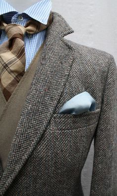 Stylist Tip for Men: How to Wear a Sport Coat | Mixing prints and patterns. Love this layered look with the tweed sport coat. http://effortlesstyle.com/stylist-tip-men-wear-sport-coat/
